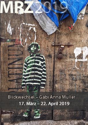 Die Fotografin Gabi Anna Müller nimmt den Betrachter mit in ferne Kulturen und fremde Welten abseits der touristischen Highlights in Nordafrika und Südasien. Sie hat sich von der Kamera an unbekannte Orte locken und in ungeahnte Nebenstraßen führen lassen.