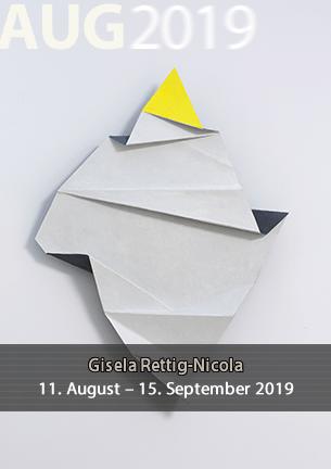 Mit ihrer Werkschau macht Gisela Rettig-Nicola einen Rückblick auf die Entwicklung und Wandlungen ihrer künstlerischen Arbeit  im Verlauf der vergangenen ca. 25 Jahre. Sie zeigt verschiedene Etappen ihres künstlerischen  Weges.