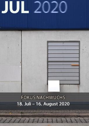Die Ausstellung »Fokus Nordwest« zeigt aktuelle Werkreihen von Fotografinnen und Fotografen aus Bremen und Niedersachsen. Die Bandbreite der präsentierten Arbeiten reicht von dokumentarischen Ansätzen bis hin zu fotokünstlerischen Positionen.